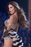 th_19460_Victoria_Secret_Celebrity_City_2007_FS_883_123_1018lo.jpg