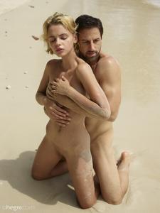 Ariel-%26-Alex-Sex-On-The-Beach--66ua5rc06g.jpg