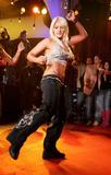 "Apparently she's starting a singing career and will be on VH1 on a show called 'Hulk Brooke Hogan, Stage Dad' so it's good to she that she got the record deal on her own merits. Foto 35 (Очевидно, она начинает карьеру певицы и будет на канале VH1 на шоу под названием ""Халк Брук Хоган, Этап папой"", так это хорошо ей, что она стала рекордной сделки по ее собственных достоинств. Фото 35)"