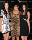 th_66978_KendallJenner_KardashianKollectionLaunchPartyatTheColonyinHollywood_August172011_By_oTTo13_122_426lo.JPG