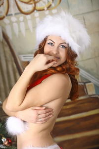 http://img145.imagevenue.com/loc480/th_531876834_silver_angels_Sandrinya_I_Christmas_1_140_123_480lo.jpg