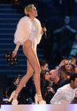 Miley Cyrus MTV Europe Music Awards 10.11.2013 (x31) Th_49125__zibeno7_celebsforum.forumpl.net_13_122_481lo