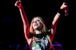 http://img145.imagevenue.com/loc599/th_430337787_49948_avril_lavigne_performing_live_in_moscow_11_11_122_599lo.jpg