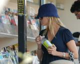 th_94899_Reese_Witherspoon_Candids_640_122_942lo.jpg