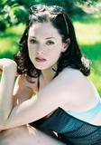 http://img145.imagevenue.com/loc975/th_27623_Rose_McGowan_Cute_Shoot_5_122_975lo.jpg